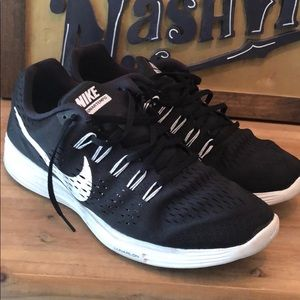 Nike Lunartempo Black and White tennis shoes